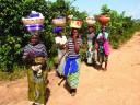 Mobile-head-restaurants-Fulani women returning home