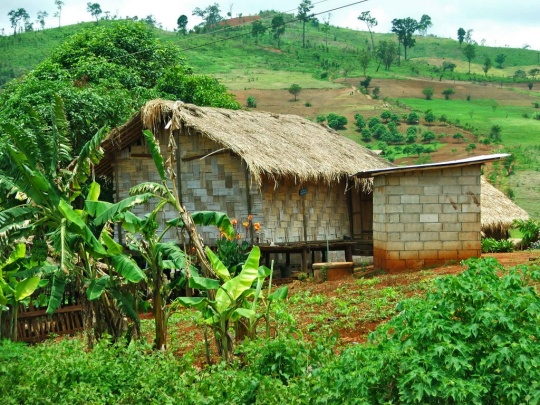 Lahu-hill-tribe-house